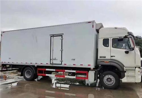 国五重汽豪瀚6米8冷藏车 (5).jpg