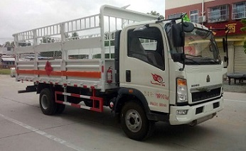 国五重汽厢长5.1米气瓶运输车